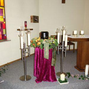 Aufbahrung mit Urne in der Altenwohnheimkapelle Höchst