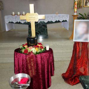 Aufbahrung mit Urne in der St. Josefskapelle