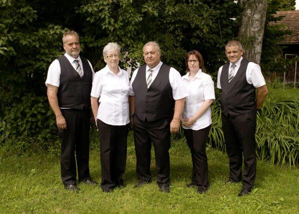Das Team der Bestattung Feistenauer: Alfred Schmiedberger, Herma Feistenauer, Martin Feistenauer, Angelika Matheisl, Gerhard Öhlackerer
