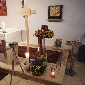 Aufbahrung mit Urne in der Altersheimkapelle Hasenfeld