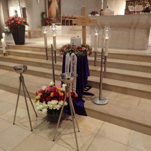 Aufbahrung mit Urne in der Erlöserkirche