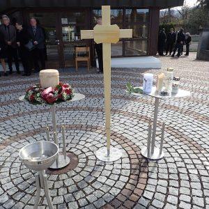 Aufbahrung Urne bei der Einsegnungshalle am Friedhof Fußach