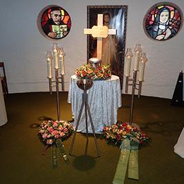 Aufbahrung mit Urne in der Unterkapelle